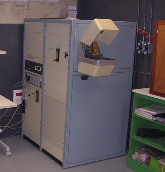 Spectomètre à étincelles Jobin Yvan JY32